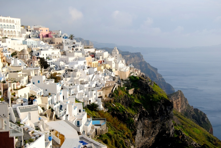 The amazing view of the Santorini cliffside.